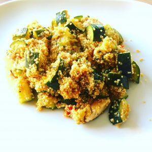 Quinoa met courgette, tomaat en kip